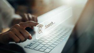 pretraga interneta na laptopu